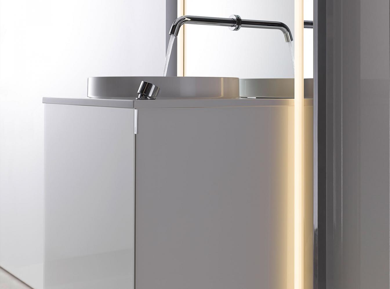 hochwertige accessoires von emco touch pure 450 optiwhite. Black Bedroom Furniture Sets. Home Design Ideas